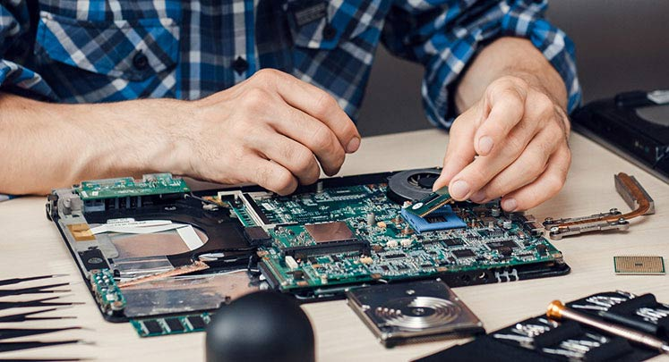 Budget-Friendly Benefits of Hiring Professionals for Computer Repair
